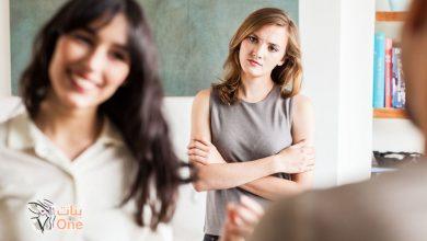 3 نصائح للتعامل مع الصديقة الغيورة
