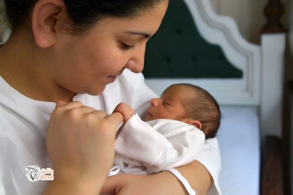مراحل تطور الطفل في الشهر الاول ومتى عليك استشارة الطبيب