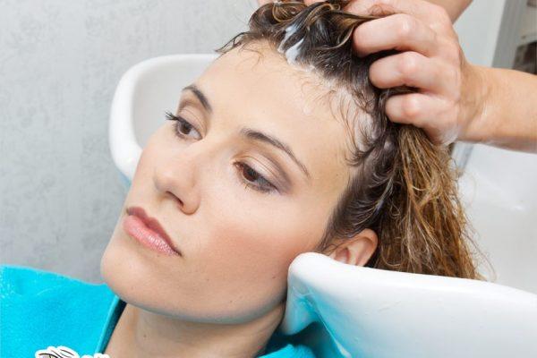 فرد الشعر في المنزل بالطرق الطبيعية