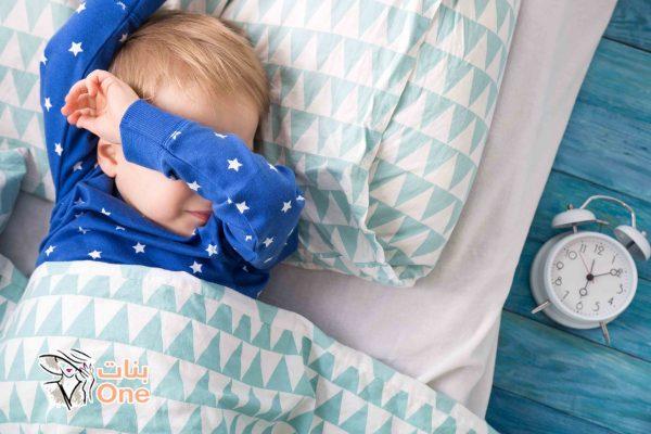 كم عدد ساعات نوم الطفل بعمر السنة