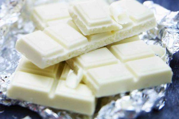 طريقة تذويب الشوكولاته البيضاء بطريقتين