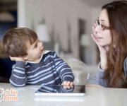 متى يعتبر الطفل متأخراً في الكلام