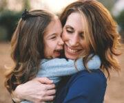 علاقة الأم بابنتها كيف تكون صديقة لها؟